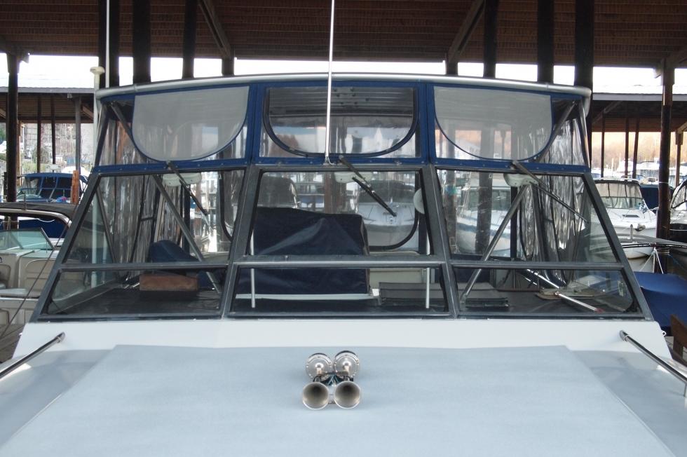 1988 Chris-Craft 381 Catalina