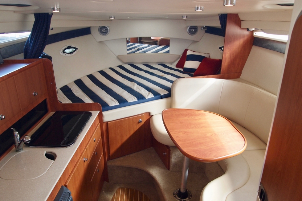 2009 Bayliner 300 Sunbridge
